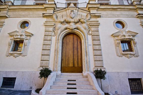 Palazzo Zuccari'nin kapısı