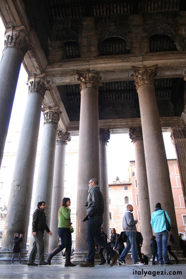 Pantheon Sütunları. Sütunlu giriş