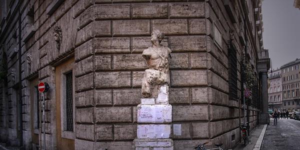 pasquino-konusan-heykel